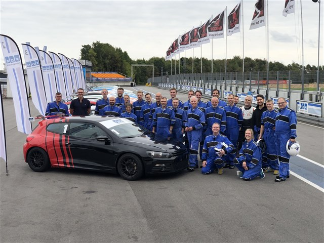 Not only the dentists did their laps on the race track: The two VOCO representat