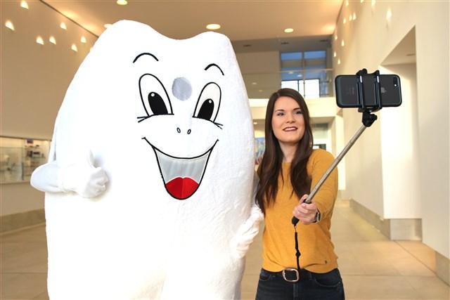 Mache ein Selfie mit VOCOs Molarius.