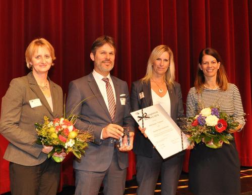 Ausbildungsbetrieb des Jahres: Für die VOCO GmbH nahmen Personalleiterin Britta
