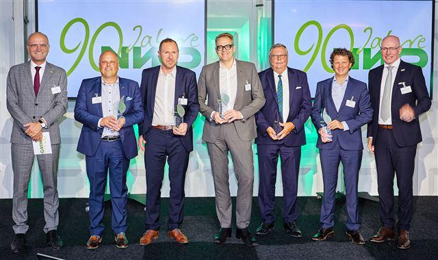 Für VOCO nahm EU-Vertriebsleiter Dr. Christian Plath (Mitte) den NWD-Award bei d