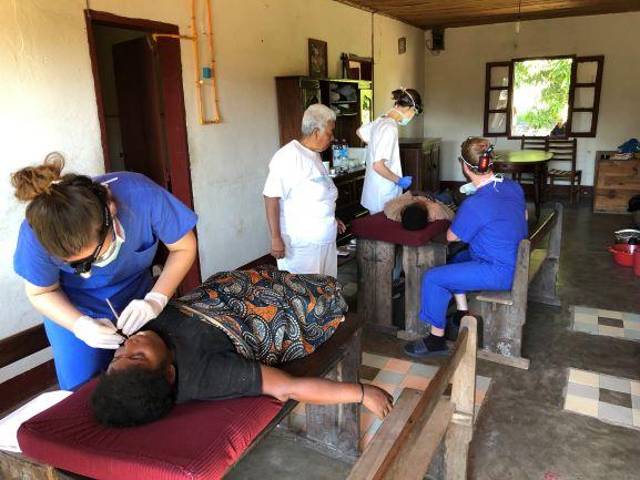 Die Patienten wurden unter einfachsten Bedingungen behandelt.