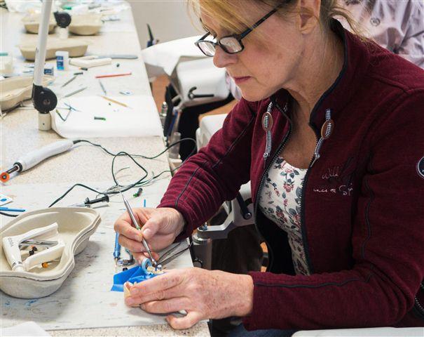 Die Komposittechnik stand im Hands-on-Kurs mit Prof. Gernhardt im Mittelpunkt.