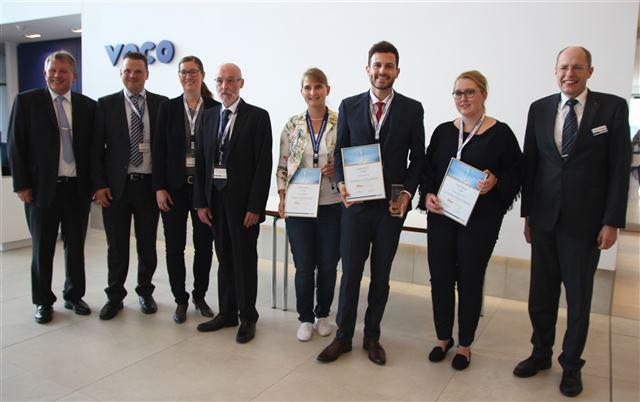 Die Preisträger mit der Jury sowie VOCO-Geschäftsführer Manfred Thomas Plaumann