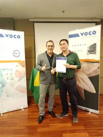 Dr. Marcelo Balsamo (l.) mit einem Kursteilnehmer.