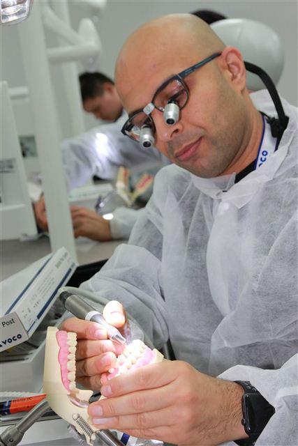 Das Rebilda Post System überzeugte das Dental-Team der British Forces Germany eb