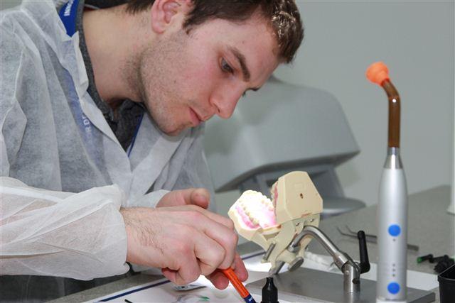 Postendodontic treatments require considerable dexterity.