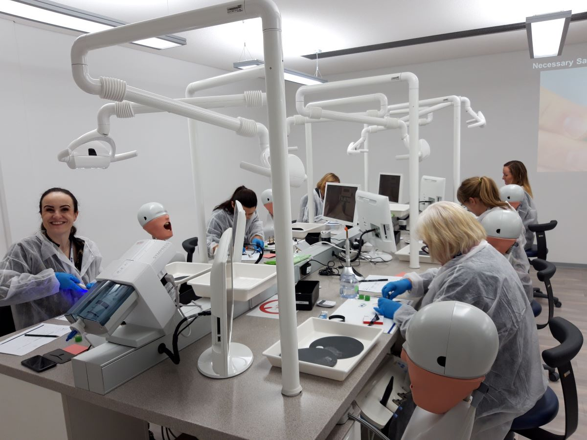 The adhesive Technology was the focus of the visit of the Norwegian dentists.