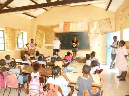 El último día del proyecto se instruyó a todos los niños de una escuela sobre la