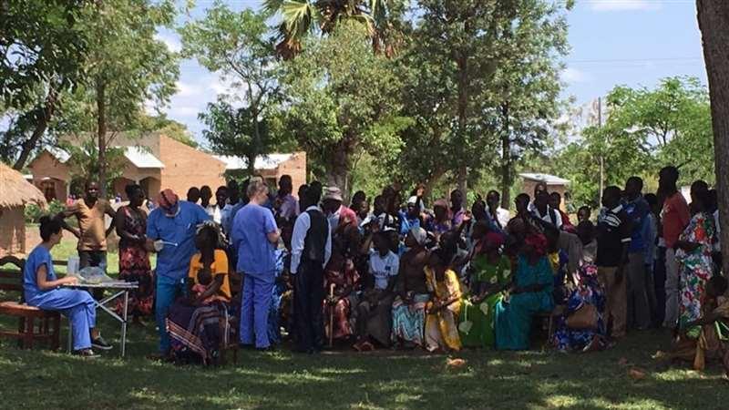 Louise Bambrick planea viajar en el futuro cada año a Uganda con fines humanitar