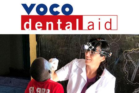 La doctora Benita Kunze durante los reconocimientos médicos en una escuela prima