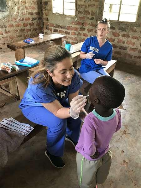 Lors de leur dernière intervention en Ouganda, Louise et ses collègues ont trait